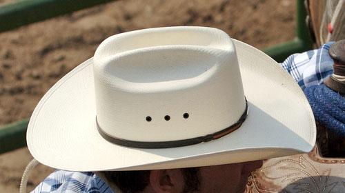 cappello_bianco.jpg